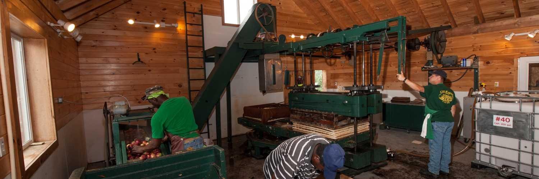 Critz Farms-Apple press-5