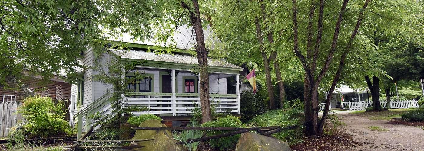 Air B&B Cottage at Morgan Ridge
