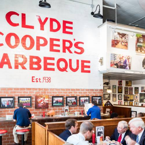 A Raleigh Insution Clyde Cooper S Bbq Is More Than 80 Years Strong