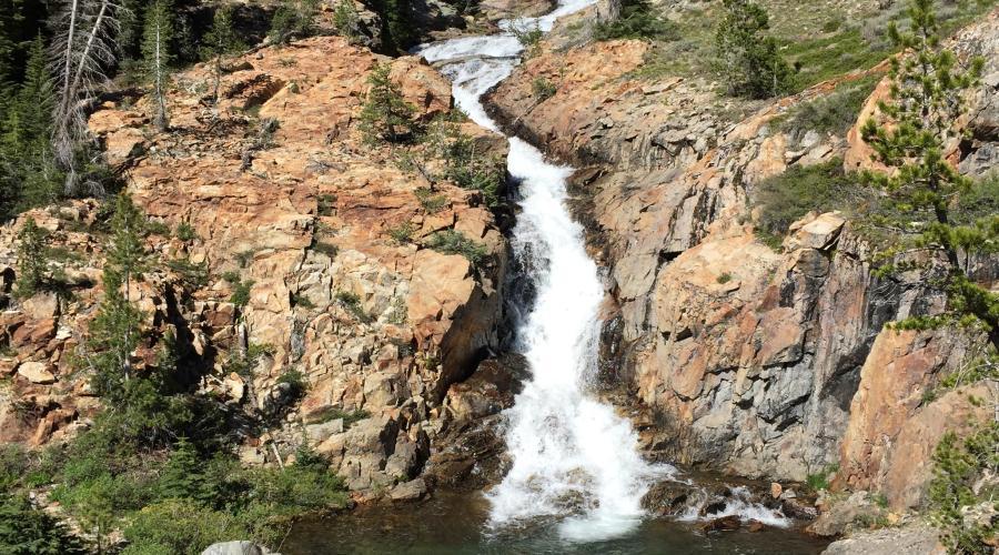 Minaret Lake hiking trail waterfall
