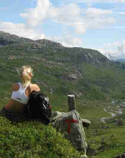 A family resting in the Etnefjellene mountains in Norway