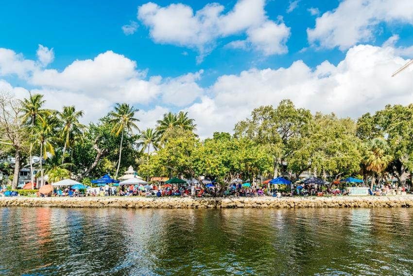 A riverside view of people sitting and enjoying Jazz Brunch on the banks of Esplanade Park