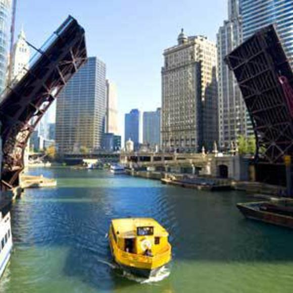 TOUR CHICAGO BY BOAT