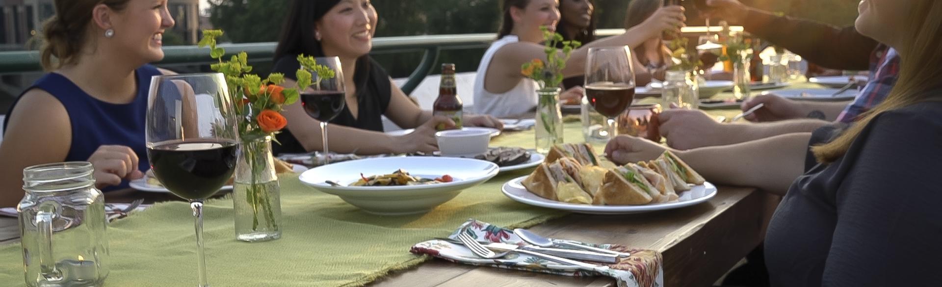 Biteseeing dining on Gillette bridge
