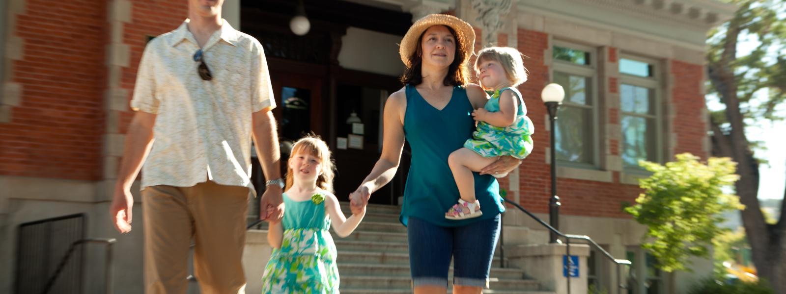 familiy walking, carnegie library_TravelPaso.com credit