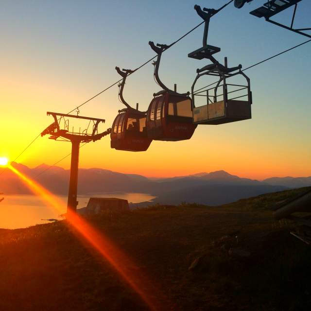 The cablecar near Narvikfjellet in the midnight sun, Northern Norway