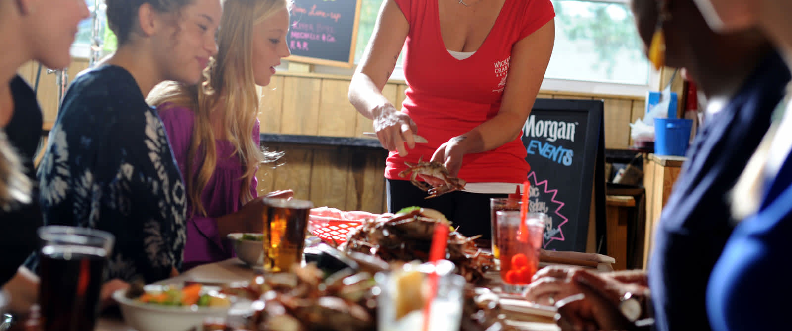 Dining_Restaurant_Waitress5