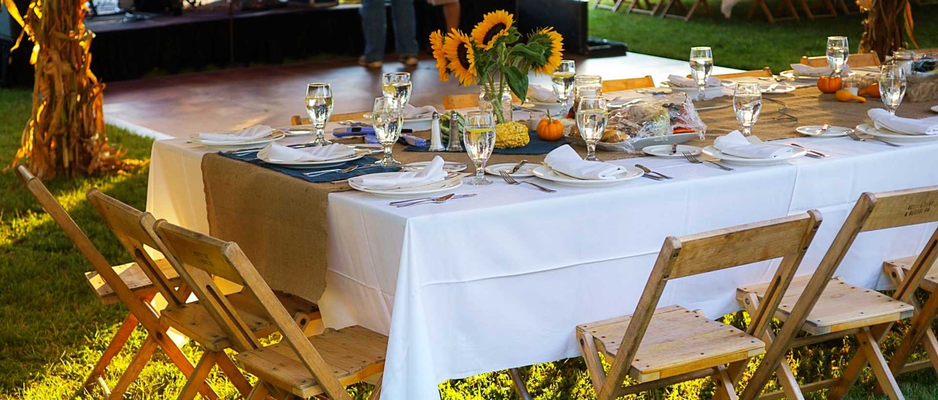 An outdoor dinner table at Farm to Table in Lackawanna County