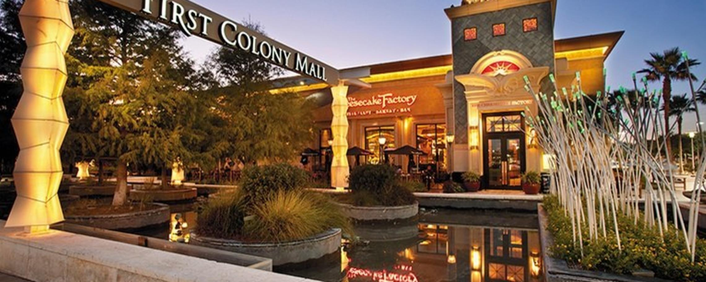 First Colony Mall At Night Cheesecake Factory