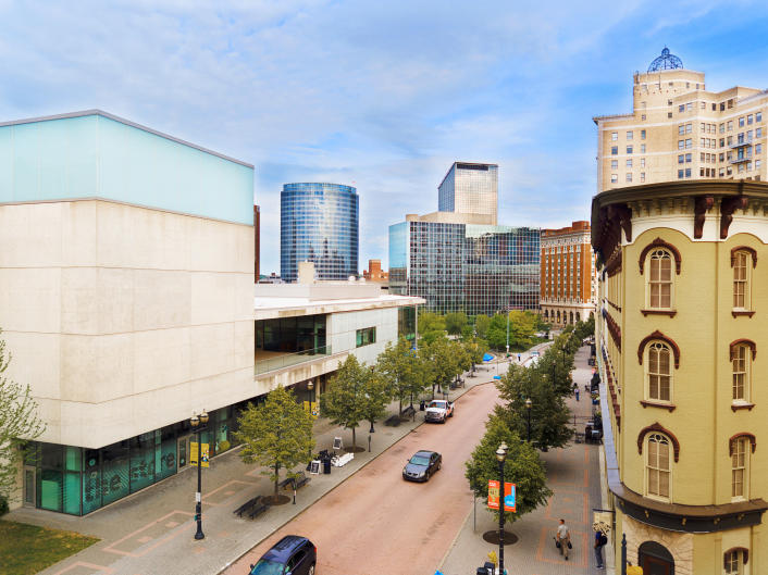 Grand Rapids' Convention Center is centrally located nearby plenty of shops, hotels, restaurants, and activities.