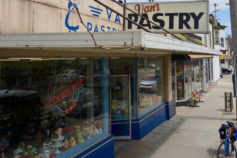 Exterior of Van's Pastry in Grand Rapids
