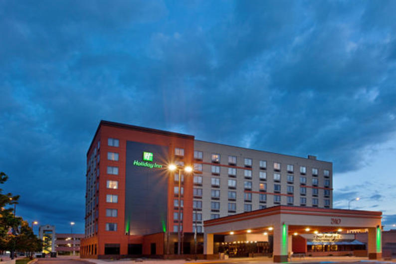 Exterior view of the family and budget friendly hotel, the Holiday Inn Downtown