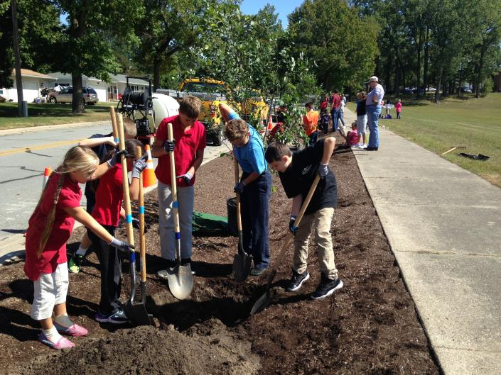 Kids and adults of all ages planting trees with Lower Grand River Organization of Watersheds (LGROW).