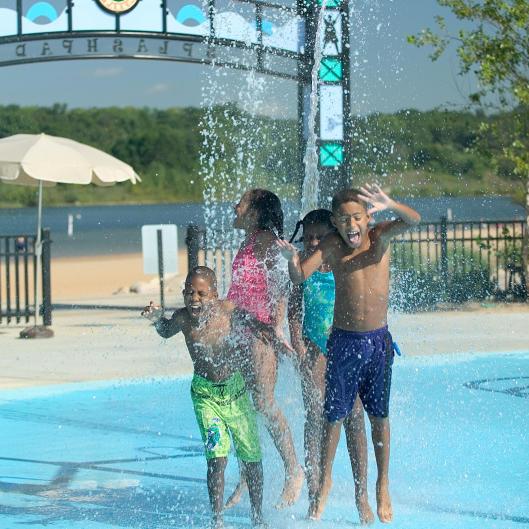 Kids at Millennium Park's splash pad
