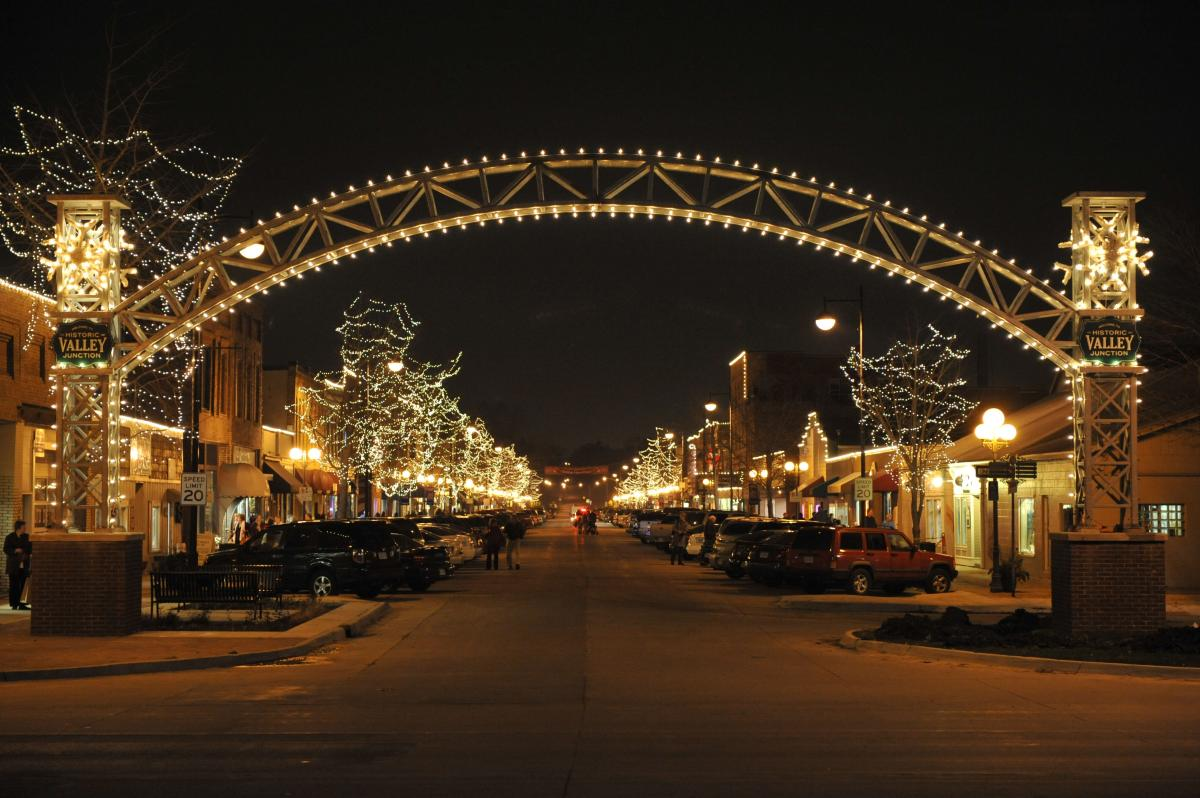8 des moines december events you should make an annual