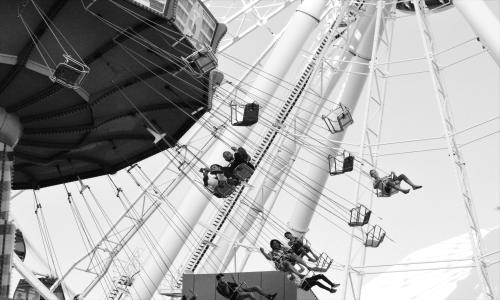 Black and white image of people riding Centennial Wheel