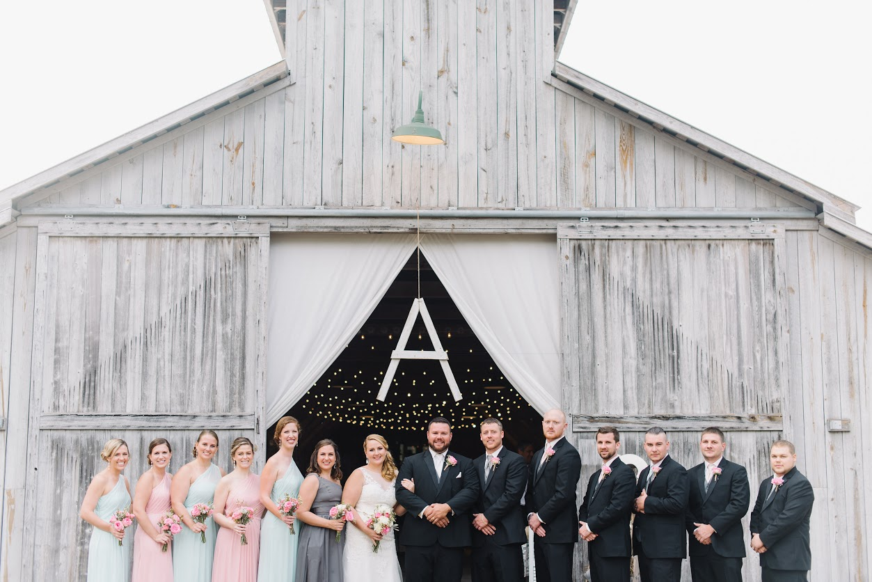 wedding-party-outside-of-barn